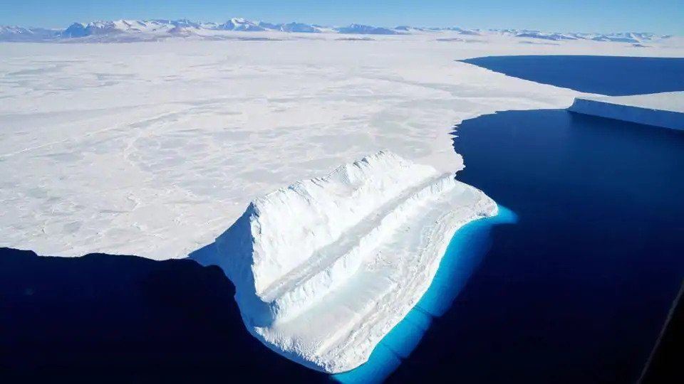 Scientists have discovered a huge cavity under the Thwaites glacier