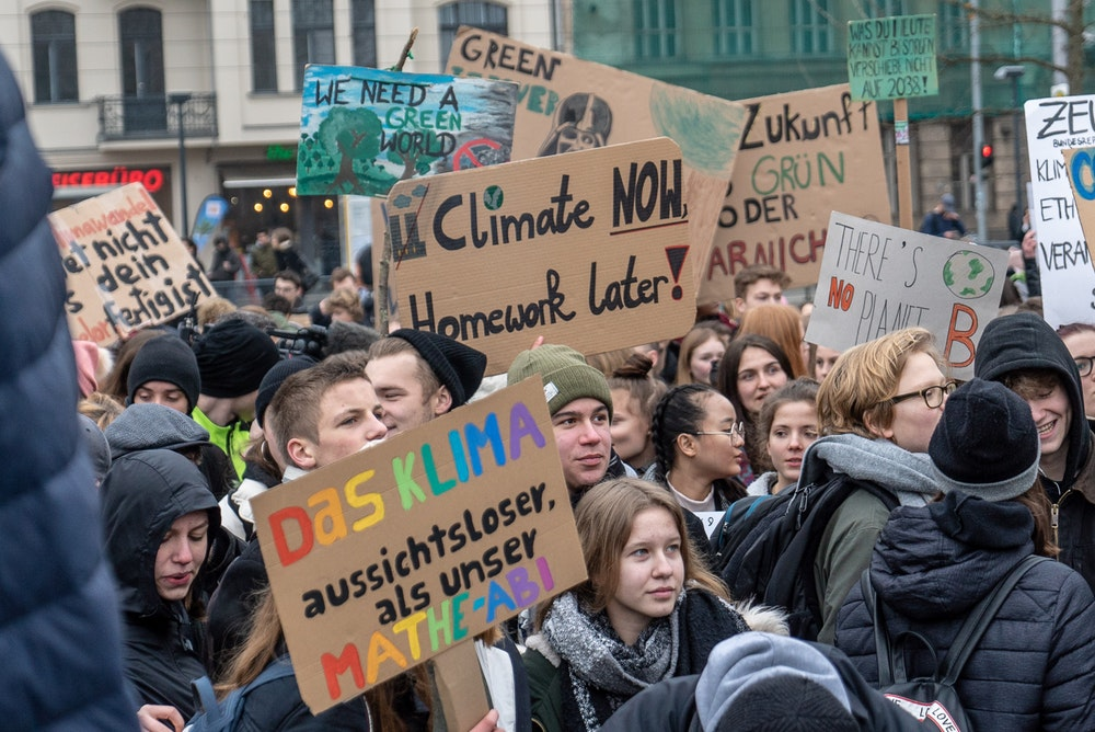 Youth around the world on strike against environmental disaster