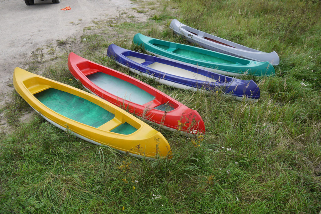 Canoes made from bottles, or in short about the latest plastic recycling technology